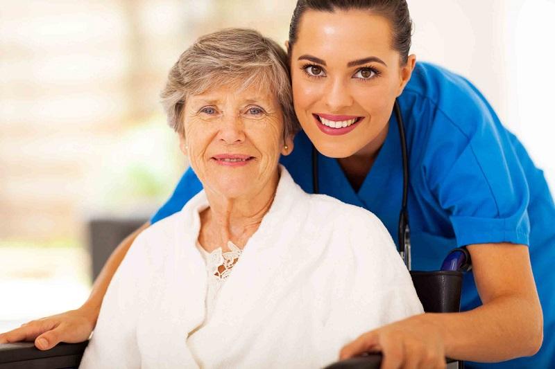 مزایای استفاده از پرستار برای بیمار در بیمارستان چیست؟