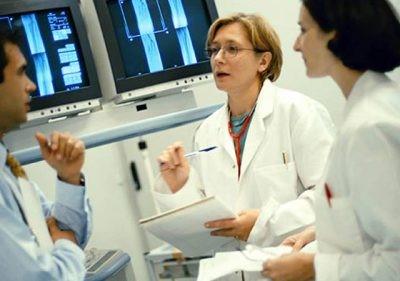 آشنایی سالمندان با پزشکان