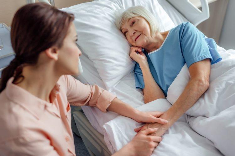 پرستار باید از بیمار در منزل حمایت کند: