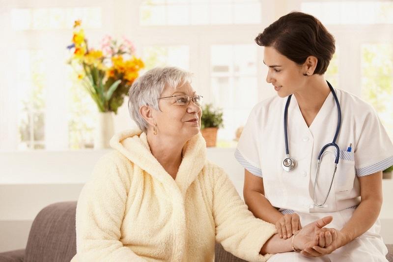 حضور پرستار بیمار در منزل از چه اهمیتی برخوردار می باشد؟