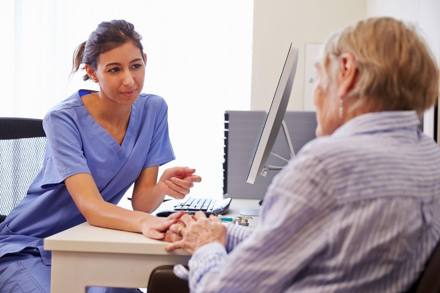 مزایای پزشک متخصص مغز و اعصاب در منزل چیست؟