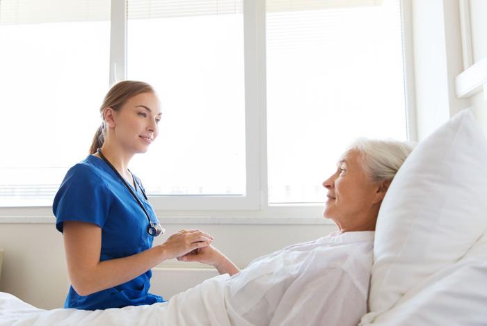 هزینه پرستار بیمار در منزل پایین است:
