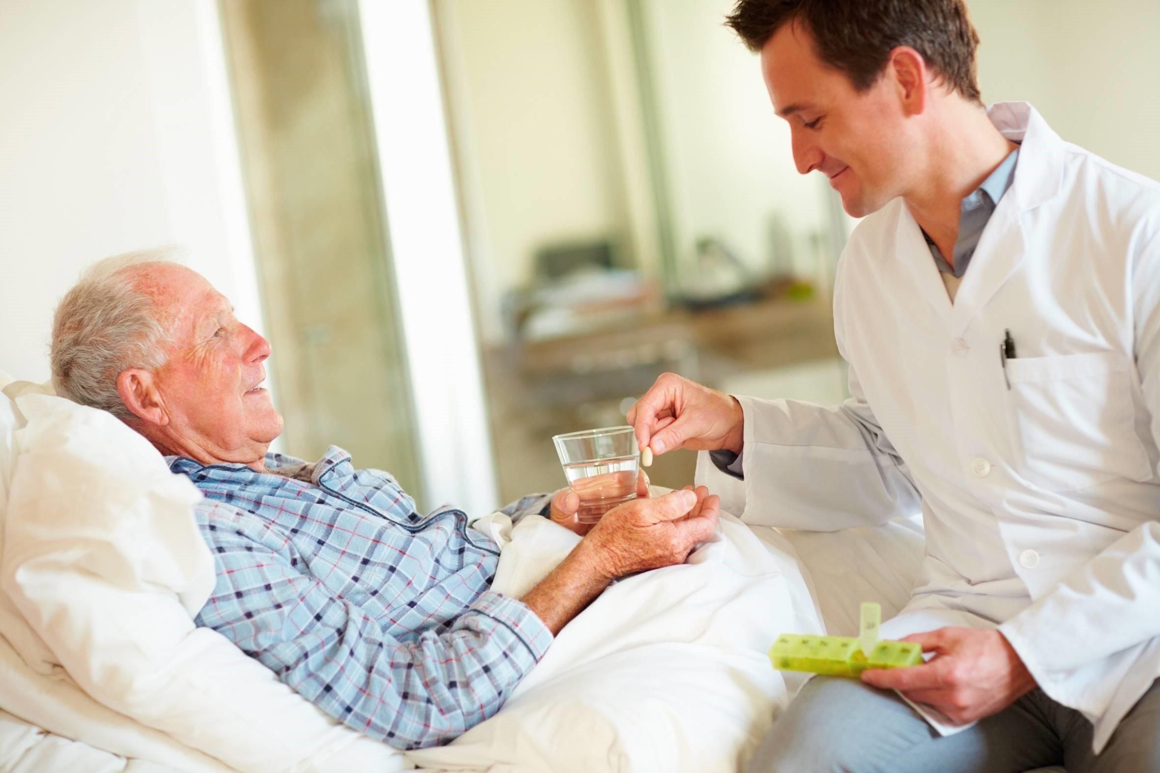 در چه مواردی می توان ویزیت پزشک عمومی در منزل انجام داد؟