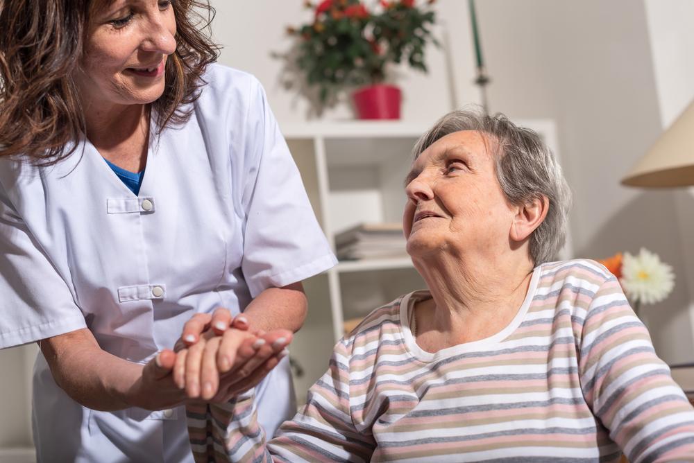 پرستاری در منزل برای بیمار به چه دلایلی انجام می شود و استفاده از این روش چه اهمیتی دارد؟