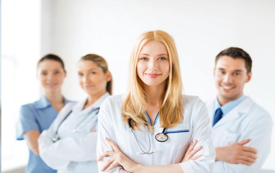 پزشک متخصص داخلی در منزل چه اقداماتی را برای بیمار انجام می دهد؟