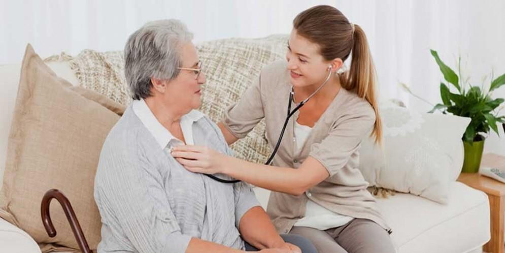 نگهداری از بیماران در منزل