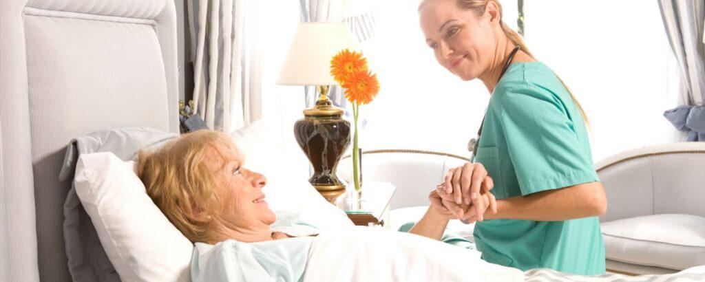 پرستارانی که در مراکز خدمات پرستاری مشغول به کار می شوند چه شرایطی را باید دارا باشند؟