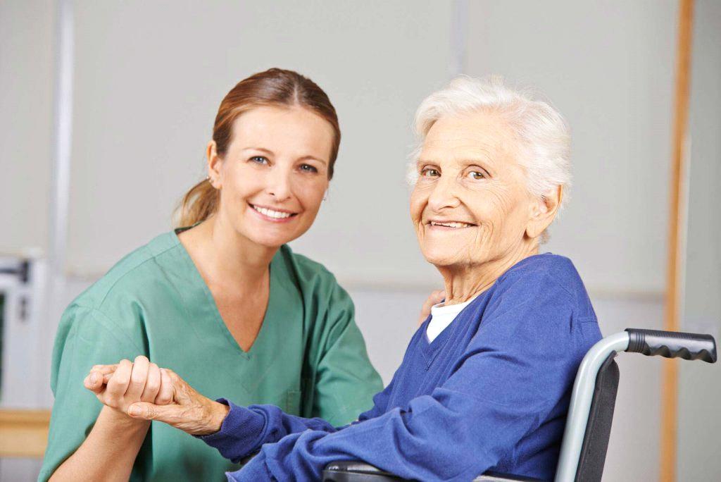 شرح وظایف پرستار سالمند در منزل چیست ؟