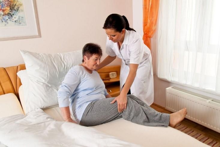 مسئولیت نگهداری از بیمار در منزل