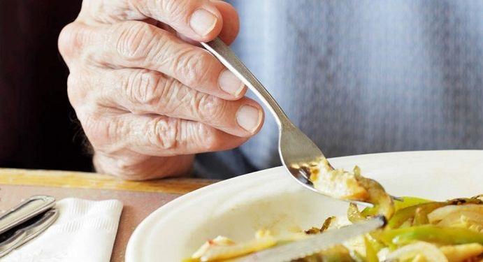 وعده های غذایی منظم و مناسب برای افراد آلزایمری: