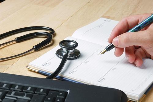 در هنگام نوبت گرفتن ویزیت پزشک عمومی در منزل چه اطلاعاتی باید بیان شود؟