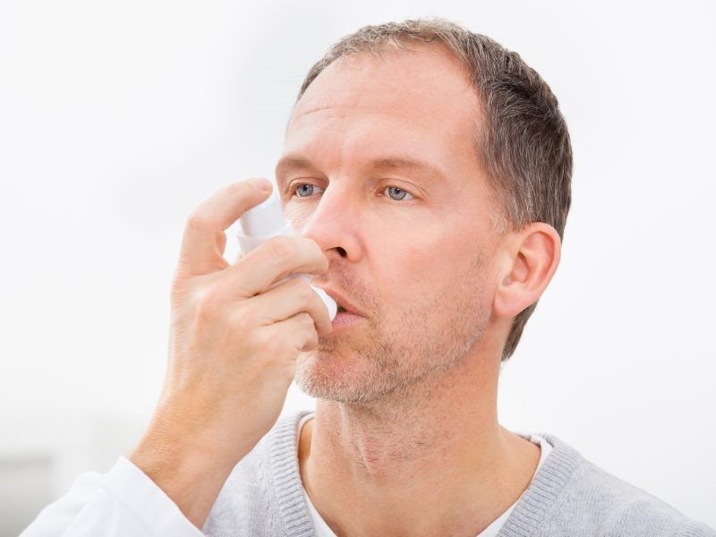 متخصصان داخلی در چه زمینه هایی به افراد رسیدگی می کنند؟ حوزه درمان این متخصصان شامل چه بیماری هایی می شود؟