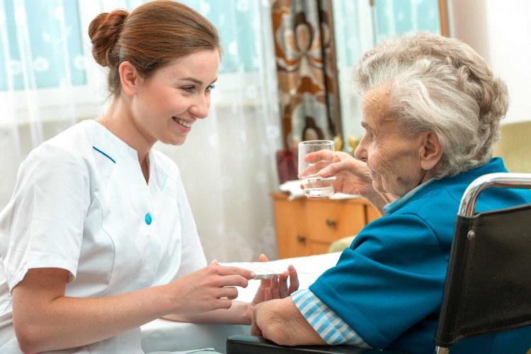 ویژگی های پرستار سالمندان چیست ؟